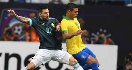 الأرجنتين تفوز على البرازيل وتتوج بكأس السوبر كلاسيكو