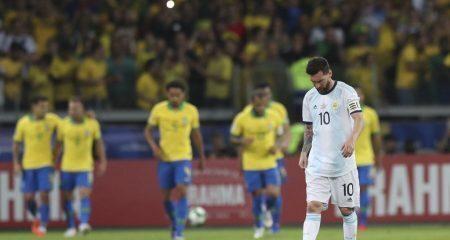 لاعبو البرازيل يفتحون النار على ميسي
