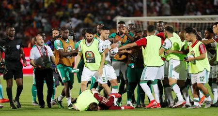 اشتباكات بين لاعبي الجزائر والسنغال
