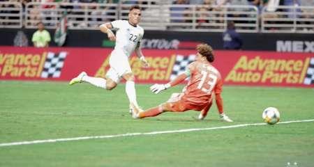 الأرجنتين تحقق فوز كاسح على المكسيك