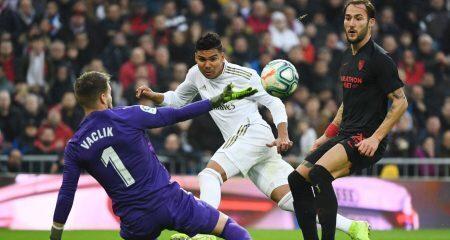 كاسيميرو يقود ريال مدريد للفوز على إشبيلية وإنتزاع الصدارة مؤقتاً